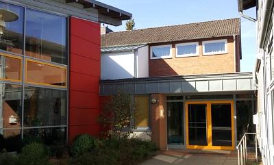Slider_top_Schulhof Eingang 4.jpg