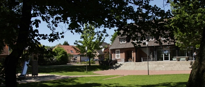 Slider_top_Schulhof_Eingang.jpg©Oberschule Steimbke